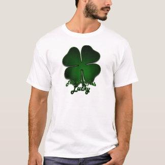 このクローバーは幸運感じます Tシャツ