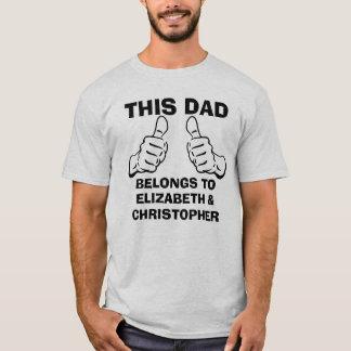 このパパはカスタムの子供の名前を入れるために属します Tシャツ