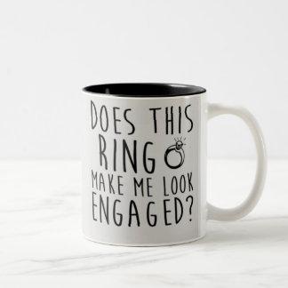 このリングや輪は私を婚約したに見させますか。 ツートーンマグカップ