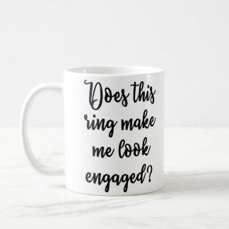 このリングや輪を婚約したなマグを見させます私にします コーヒーマグカップ