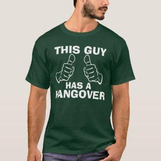 この人に残存物のトレンディーがあります Tシャツ