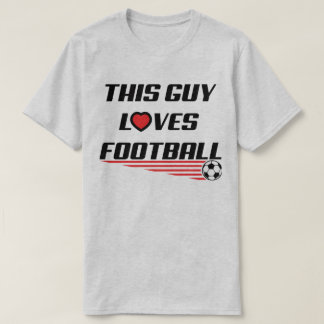 この人はフットボールのサッカーのハートのおもしろTシャツを愛します Tシャツ