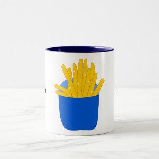 この写実的なフライドポテトをカスタマイズ ツートーンマグカップ