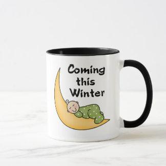 この冬を来ているベビー マグカップ
