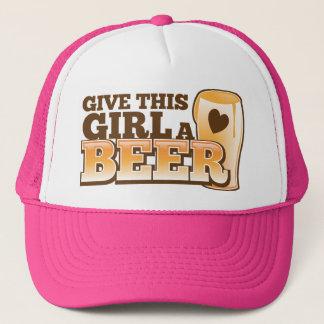 この女の子にビール店からのビールデザインを与えて下さい キャップ