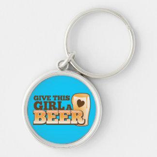 この女の子にビール店からのビールデザインを与えて下さい シルバーカラー丸型キーホルダー
