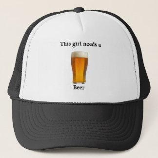 この女の子はビールを必要とします キャップ