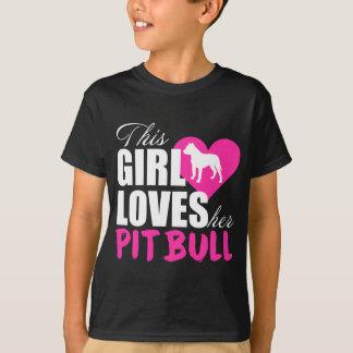 この女の子は彼女のピットブルを愛します Tシャツ