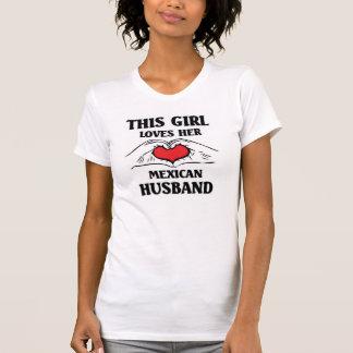 この女の子は彼女のメキシコ夫を愛します Tシャツ