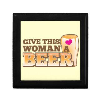 この女性にビールを与えて下さい! ギフトボックス