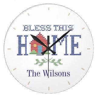 この家の十字のステッチの刺繍を賛美して下さい ラージ壁時計