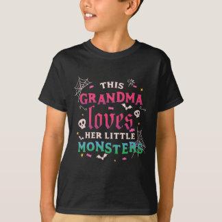 この祖母は彼女の小さいモンスターを愛します Tシャツ