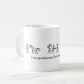この(獣医の)プロフェッショナルを家庭で裁判にかけないで下さい コーヒーマグカップ