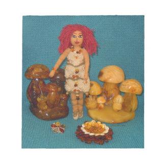 こはく色の妖精の国の人形 ノートパッド