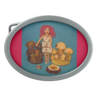 こはく色の妖精の国の人形 卵形バックル