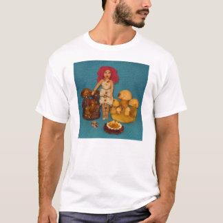 こはく色の妖精の国の人形 Tシャツ