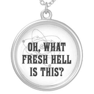 これはどんな新しい地獄ですか。 -ユーモアのギフト シルバープレートネックレス