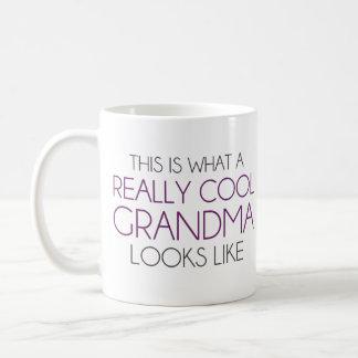 これは実際にクールな祖母が見えるものにです コーヒーマグカップ