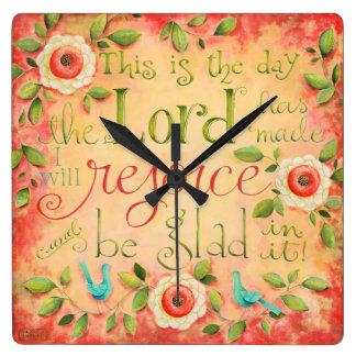 これは日の聖書の詩の正方形の時計です スクエア壁時計