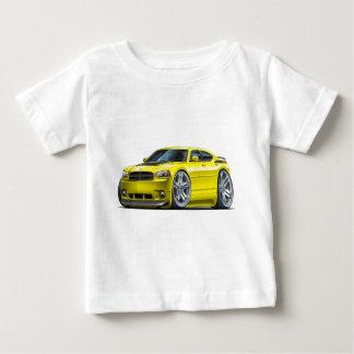 ごまかしの充電器のDaytonaの黄色い車 ベビーTシャツ