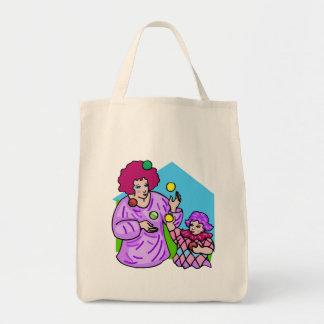 ごまかすために学んでいる小さな女の子及びお母さん トートバッグ