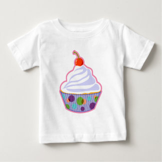 さくらんぼが付いているカップケーキ ベビーTシャツ