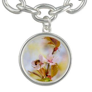 さくらんぼの花の蜂 チャームブレス