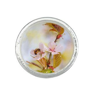 さくらんぼの花の蜂 リング