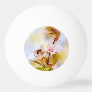 さくらんぼの花の蜂 卓球ボール