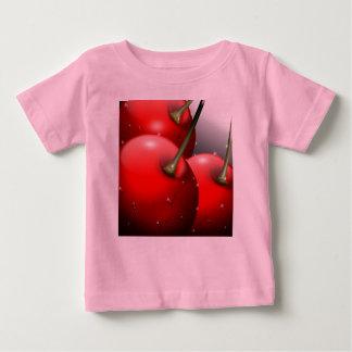 さくらんぼは露のTシャツによって閉まります ベビーTシャツ