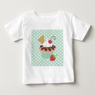 さくらんぼ及びミントのカップケーキのTシャツ ベビーTシャツ