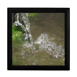 したたる滝泡立つ水ギフト用の箱 ギフトボックス
