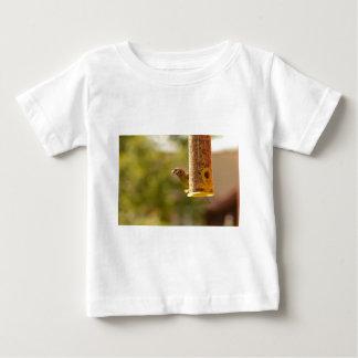 すずめの食べ物 ベビーTシャツ