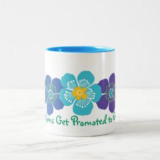 すばらしいお母さんは祖母に促進されて得ます ツートーンマグカップ