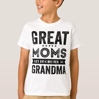 すばらしいお母さんは祖母に促進されて得ます Tシャツ