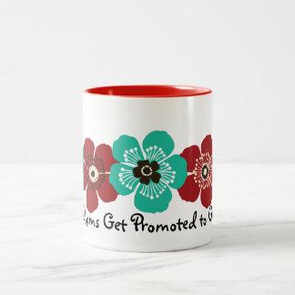 すばらしいお母さんは祖母-ティール(緑がかった色)の赤に促進されて得ます ツートーンマグカップ