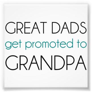 すばらしいパパは祖父に促進されて得ます フォトプリント