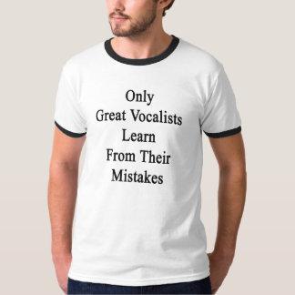 すばらしいボーカリストだけ彼らの間違いから学びます Tシャツ