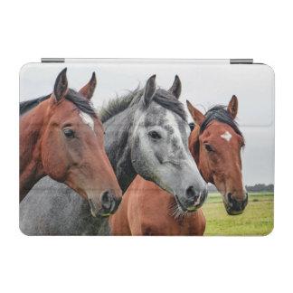 すばらしい馬の種馬の写真撮影 iPad MINIカバー