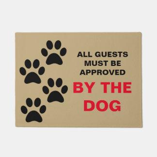 すべてのゲストは犬の玄関マットによって承認されなければなりません ドアマット