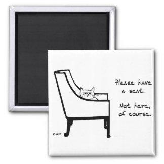 すべての椅子は怒っている猫に属します マグネット