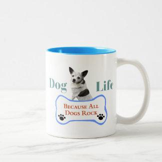 すべての犬がマグを揺するので犬の生命 ツートーンマグカップ
