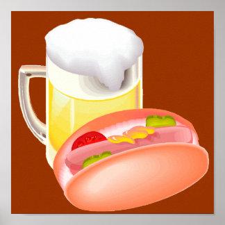 すべてのfixinが付いているパンそしてビールのホットドッグ ポスター