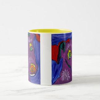 すみれ色のコップOの日光 ツートーンマグカップ