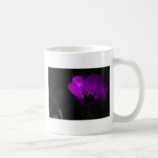 すみれ色のチューリップ コーヒーマグカップ