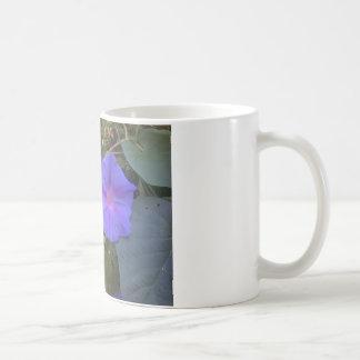 すみれ色のマグ コーヒーマグカップ