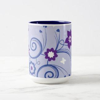 すみれ色の夏の花のマグ ツートーンマグカップ