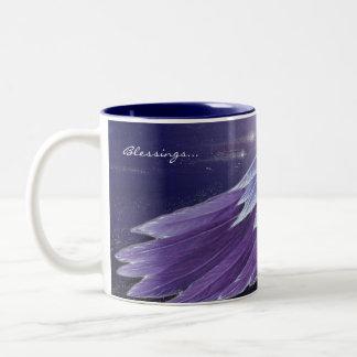 すみれ色の天使の翼の恵みのマグ ツートーンマグカップ