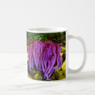 すみれ色の珊瑚菌類Clavaria Zollingeri コーヒーマグカップ