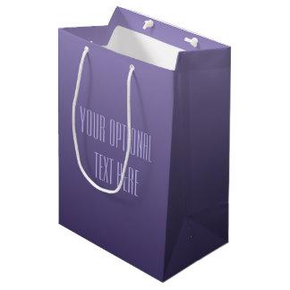 すみれ色の紫色の勾配のカスタムな文字のギフトバッグ ミディアムペーパーバッグ